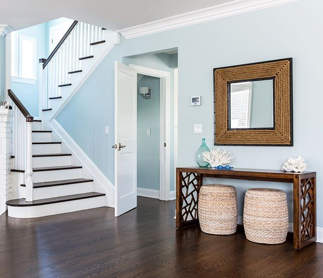 Simple entryways are often the most inviting !