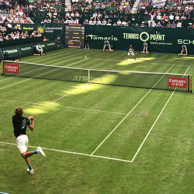 Supercool and sunny day with friends and some world class tennis. #tennisfreundeberlin ☀️🎾🙌🍺 w/Hakan, Volkan, Andrzeij, @marcustrojan, @oletillmann