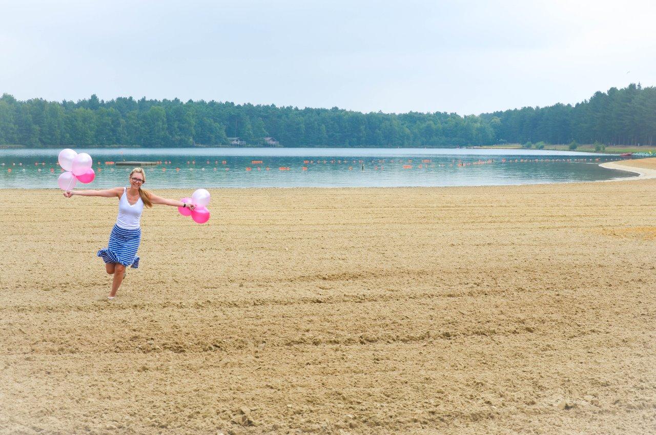 Vandaag vierden we met een paar vriendinnen de verjaardag van Pia! We gingen naar de Lilse Bergen en genoten van het strand, het water, en tegen de middag zelfs van het onverwachte zonnetje! Waterfietsen stond ook op het programma! Het was een superfijne dag!