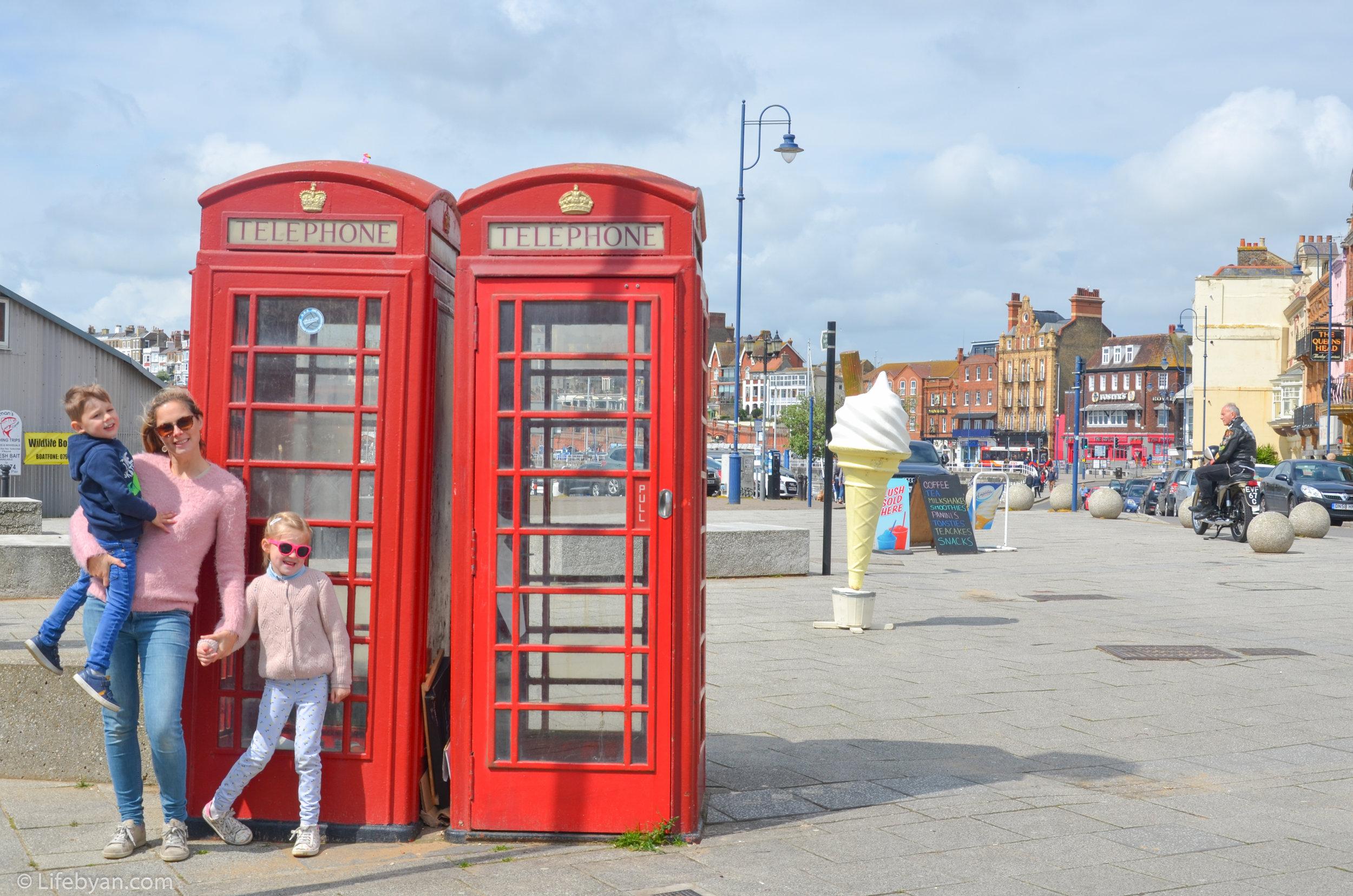 Op vakantie in Engeland? Ga dan voor een typische cliché foto met een rode telefooncel, een rode dubbeldekbus of een oud Engels autootje.