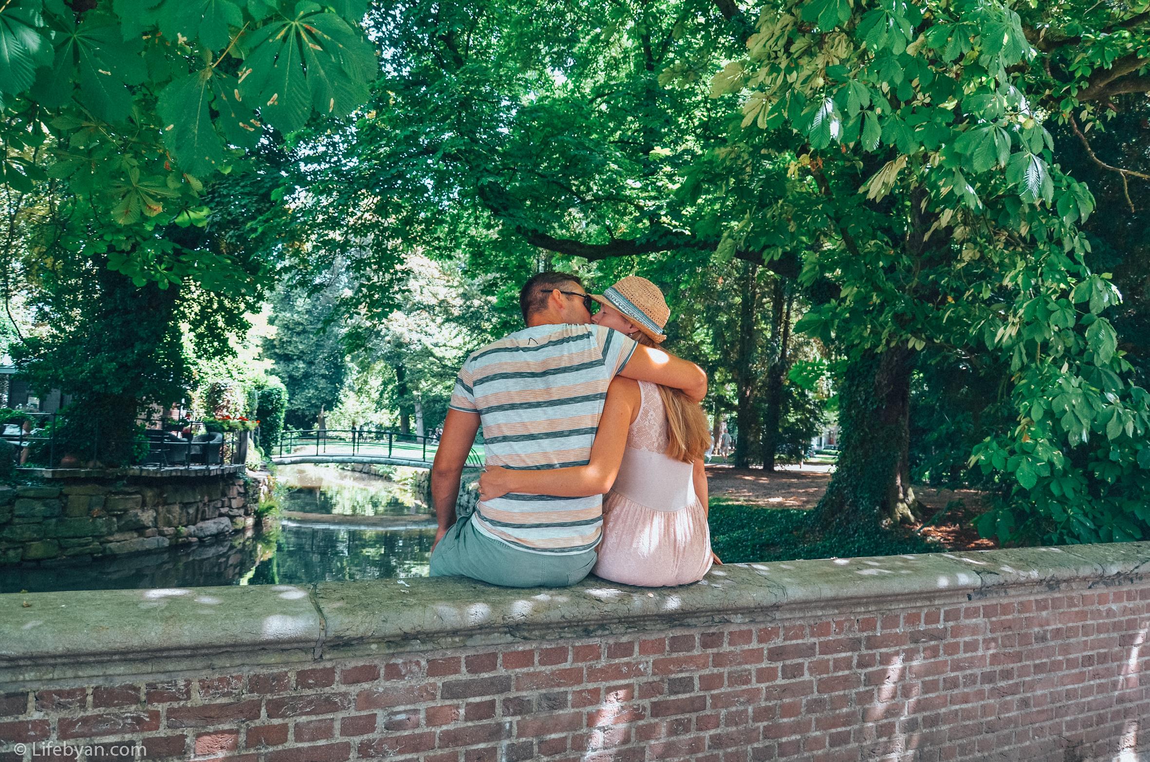 Een kusje in het stadspark van Maastricht