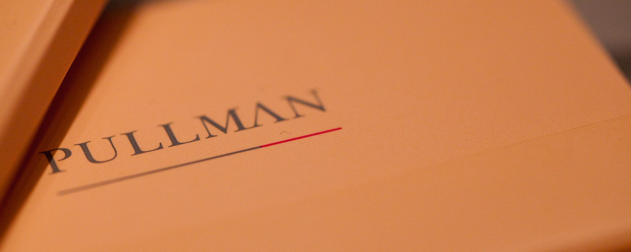 Pullman, logo