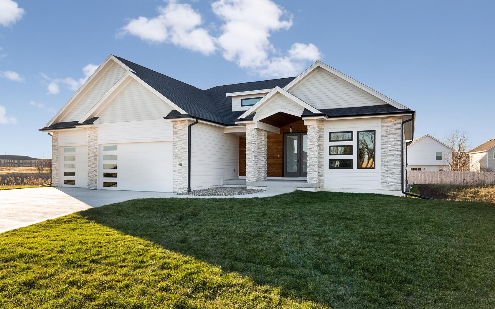 Next-Step-Homes_Grand-Woods_Exterior.jpg