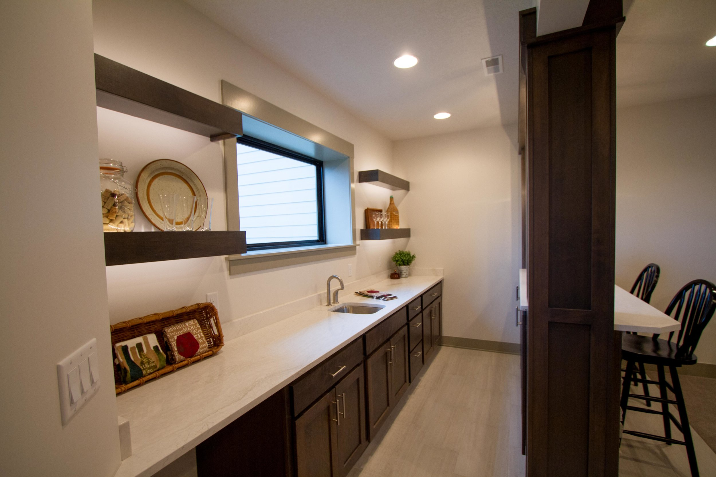 Next-Step-Homes_16885-Madison-Circle-Clive_Wet-Bar.jpg