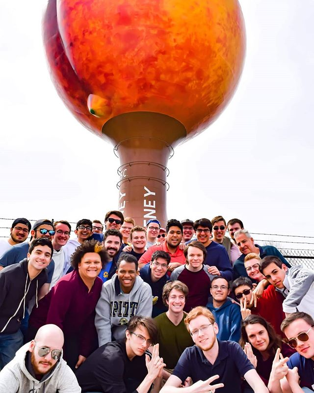 🍑🍑🍑 Just a bunch of nice boys posing under a giant peach.  Pic by @h2ppatrick  #SweetTeaAndSunshineTour #h2glee #pittnow