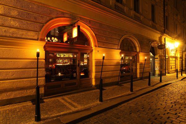 Tynska Bar and Books, Prague