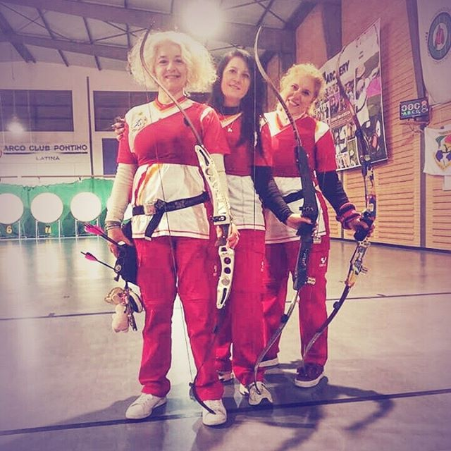 Hello everyone hope you had a nice weekend full of bows and arrows! As our Spiga contest keeps on going on we would like to celebrate those three marvelous ladies from our factory team that during the last indoor competition achieved a great result setting the new italian master ladies indoor barebow team record. Great job!!! Keep on sharing, keep on following and keep on shooting! Don't forget to tag us in your pictures adding FOR SPIGACONTEST to enter our new year giveaway! #spigacontest #spigafamily #spigarelli #archerylove #archerylife #archerypassion #spigazen #spigateam #newrecord #barebow #indoor