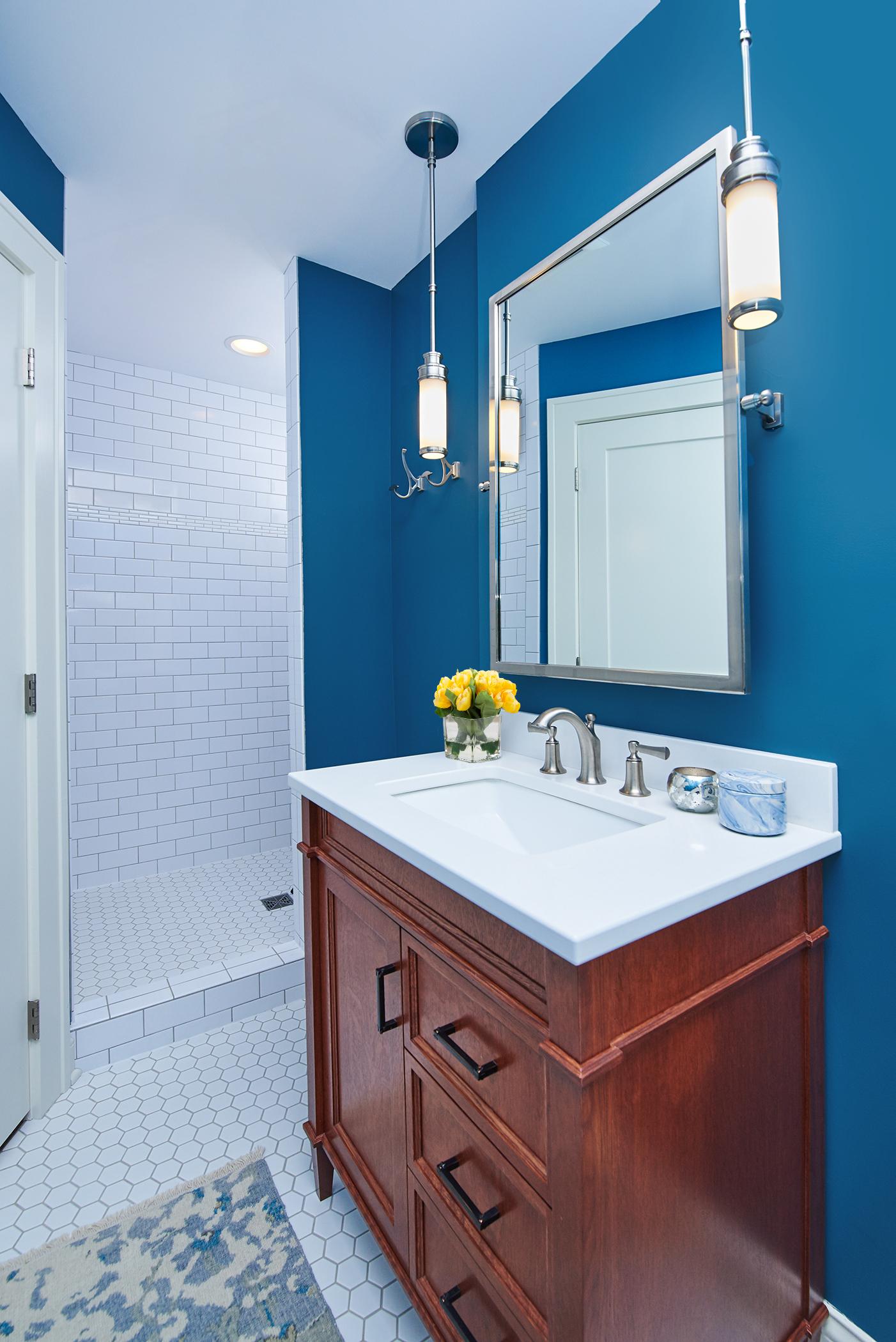 Crouser Bathroom0008_Flowers.jpg