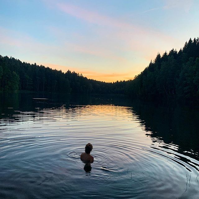 Skinny dipping may be the best thing in the whole wide world. Nothing grounds me as being in nature and surrounded by cool, flowing, centering water.⁣⁣ ⁣⁣ What does it for you?⁣ Do more of it!⁣ ⁣⁣ ⁣⁣ ⁣⁣ ⁣⁣ #allnatureshots #artofvisuals #awesomeearth #earth_deluxe #earthfocus #earthofficial #nature #nature_brilliance #nature_hub #nature_obsession #nature_wizards #nature_perfection #nature_seekers #natureaddict #naturegeography #naturelover #natureonly #naturephoto #naturesbeauty #unlimitedplanet #planetdiscovery #welivetoexplore #sustainable #sustainableyoga