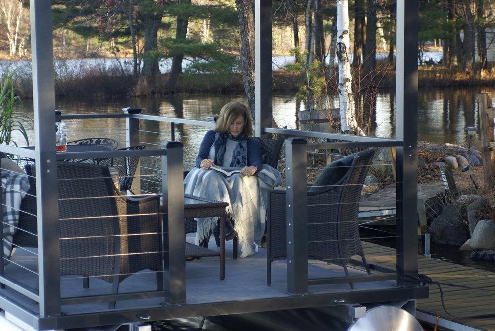 Lake Lounger 22 ft Pontoon Boat Reading.JPG