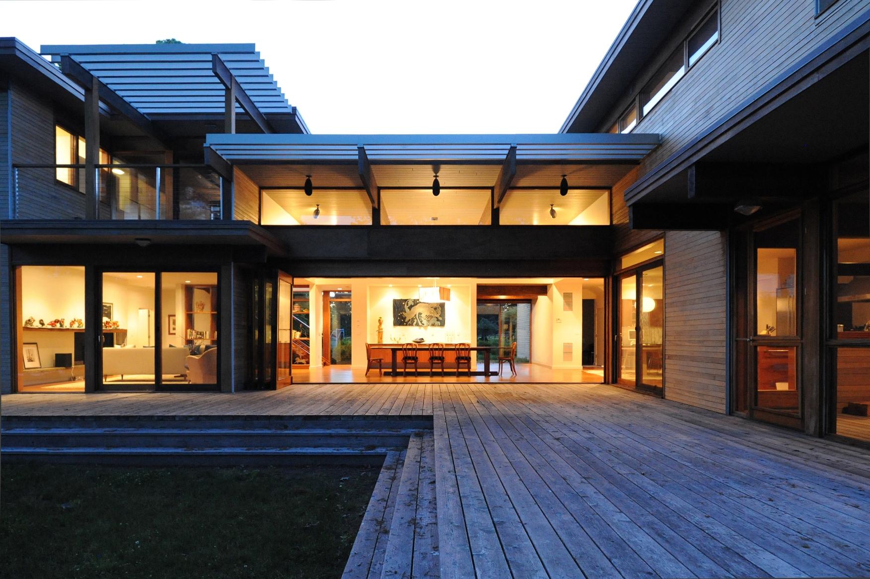 turkel_modern_design_prefab_shelter_island_deck_backyard.jpg