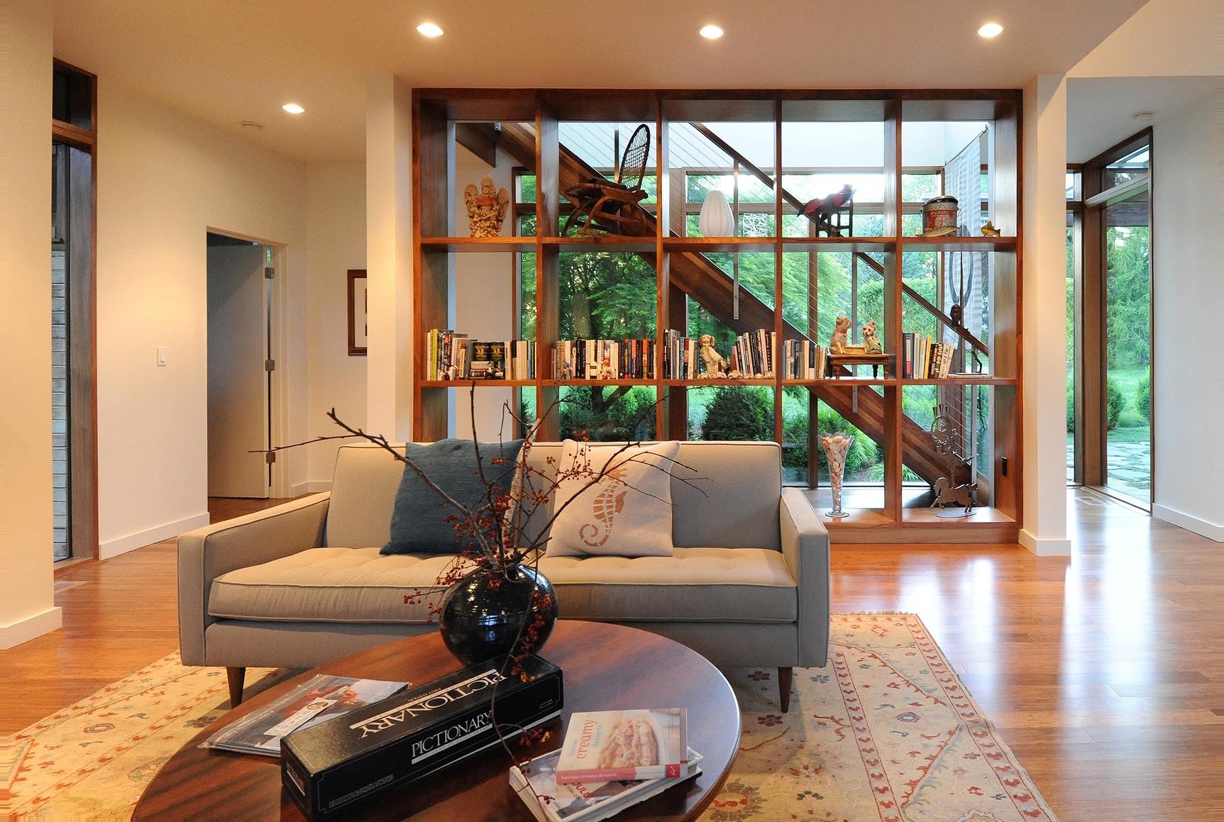 turkel_modern_design_prefab_shelter_island_living_room.jpg