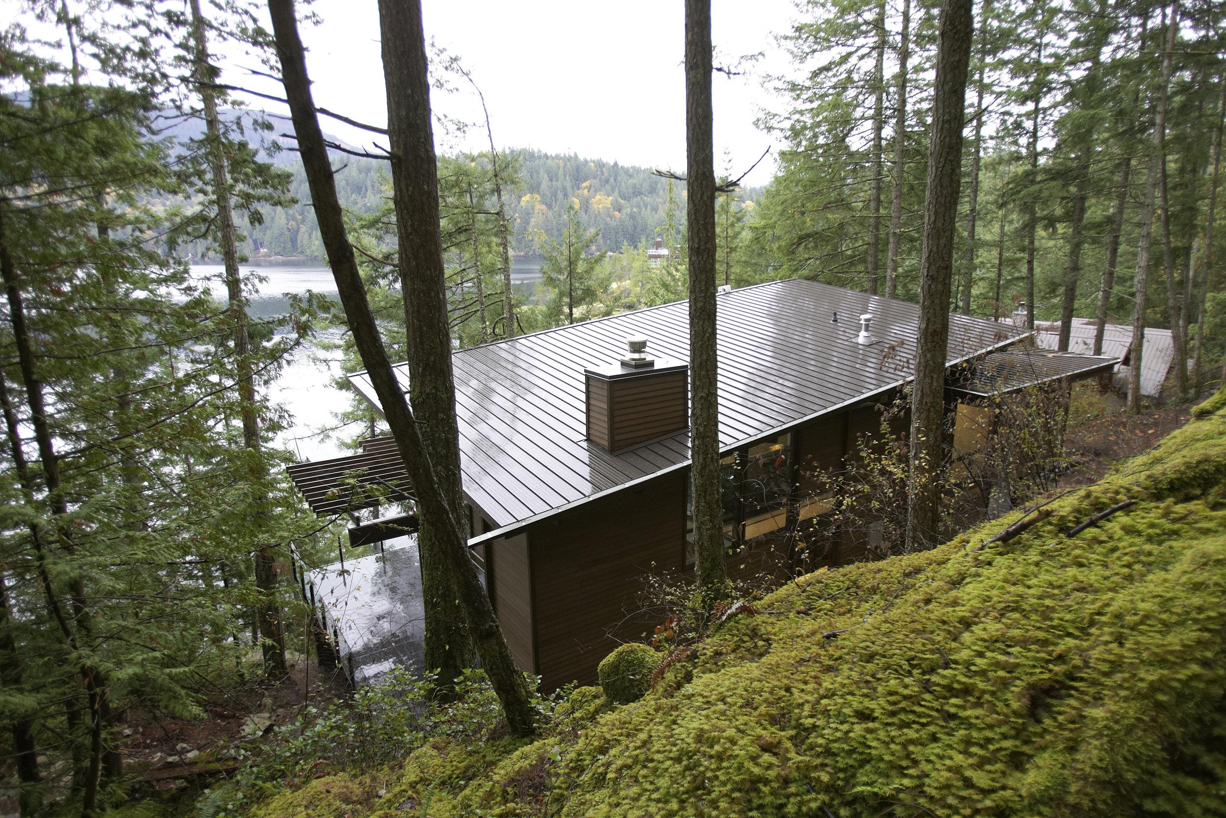 turkel_modern_design_prefab_gambier_island_house_exterior_roof.jpg