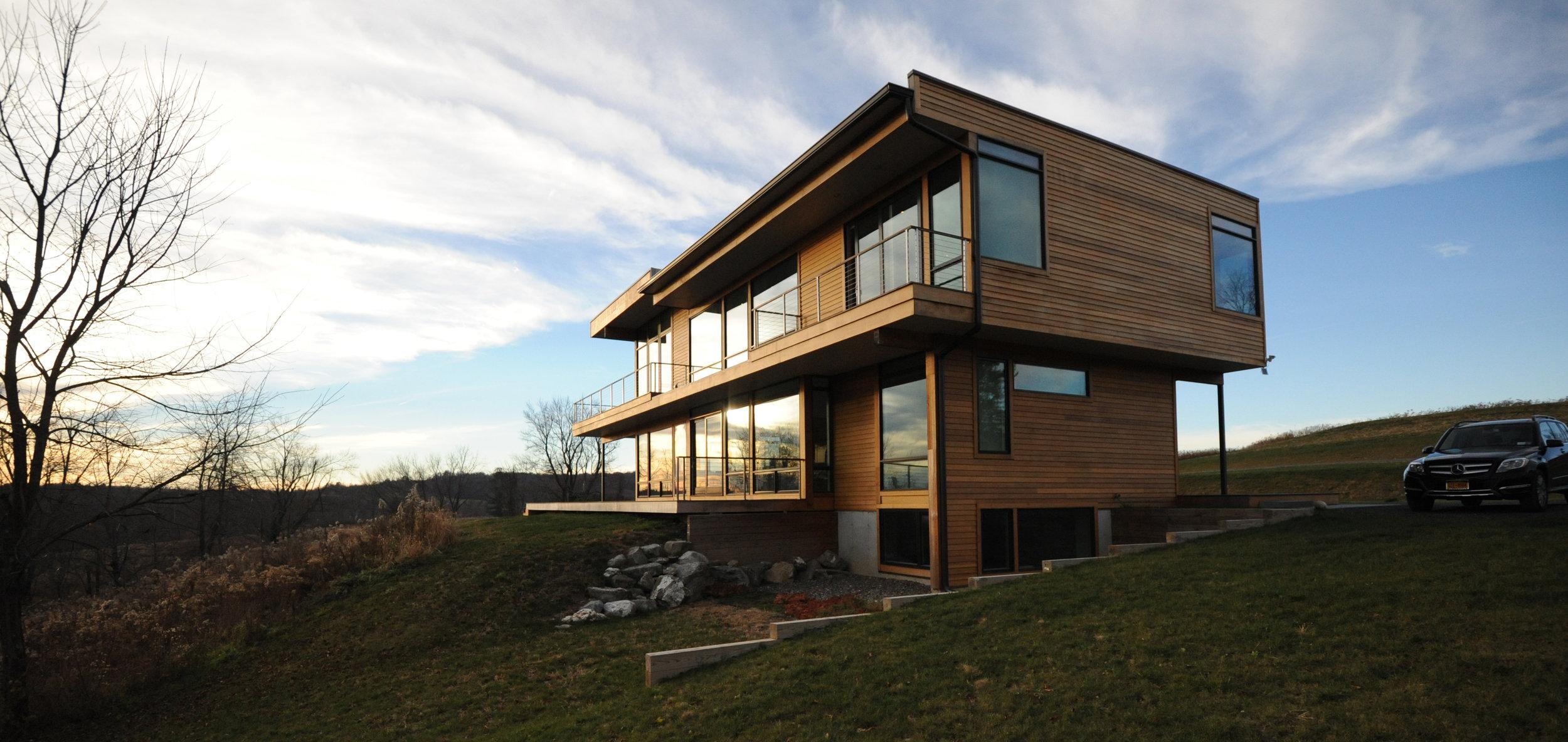 turkel_modern_design_prefab_home_writers_retreat_exterior_evening.jpg