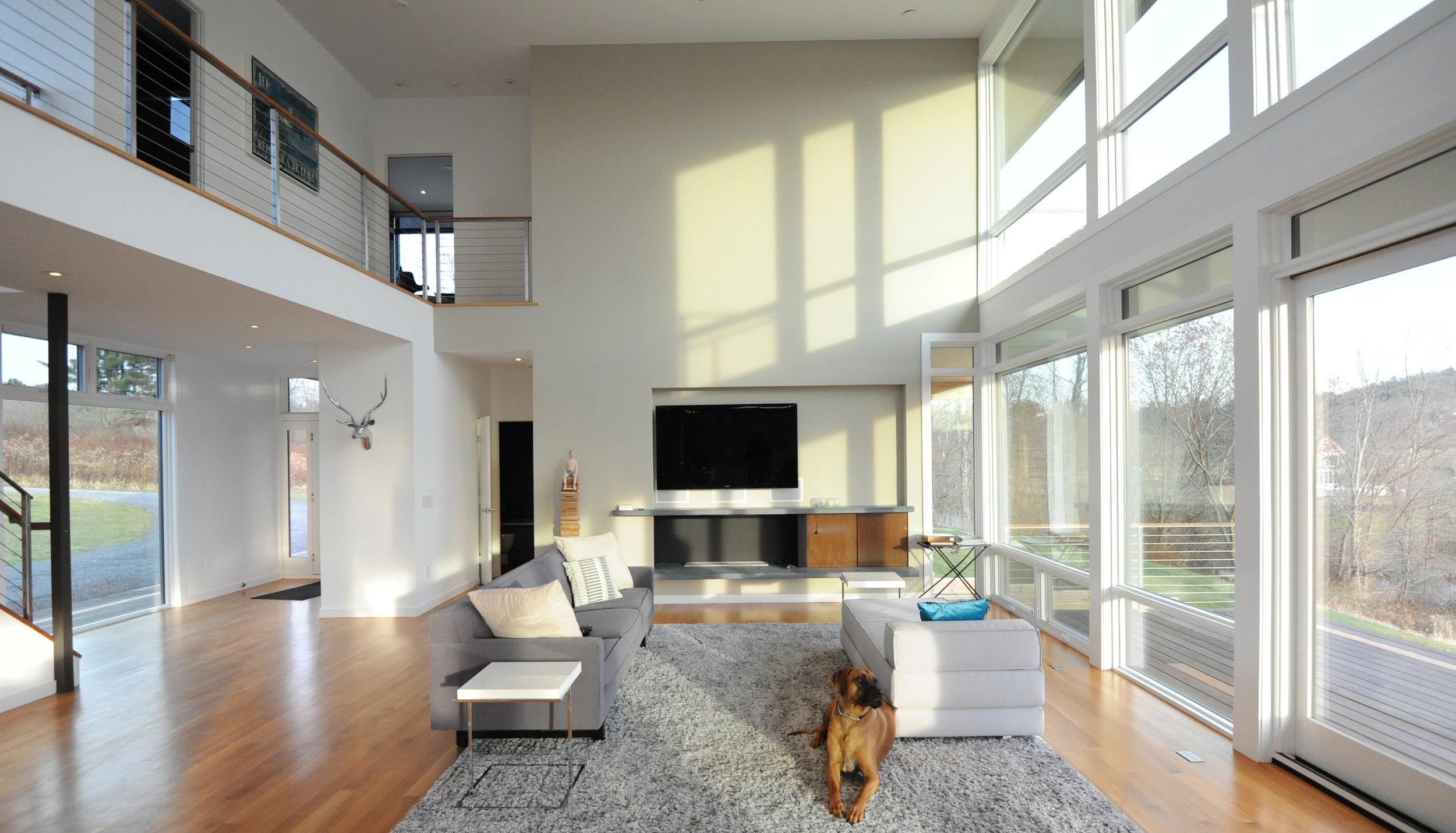 turkel_modern_design_prefab_home_writers_retreat_interior_great_room.jpg