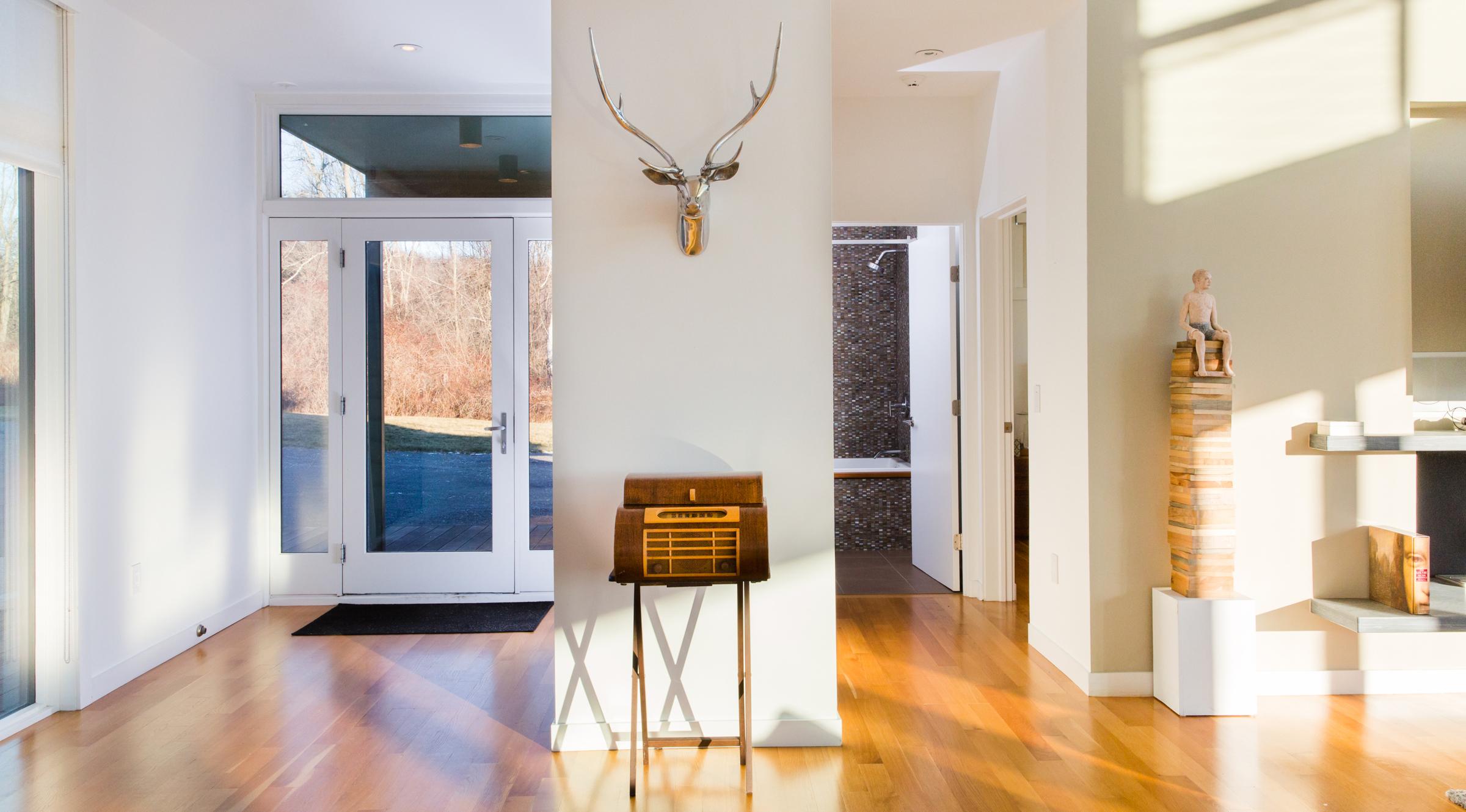 turkel_modern_design_prefab_home_writers_retreat_entryway.jpg