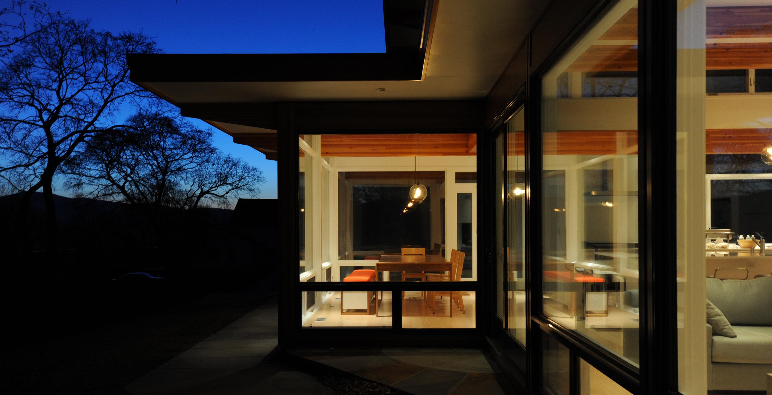 turkel_modern_design_prefab_home_reservoir_shokan_NY_windows_diningroom.jpg