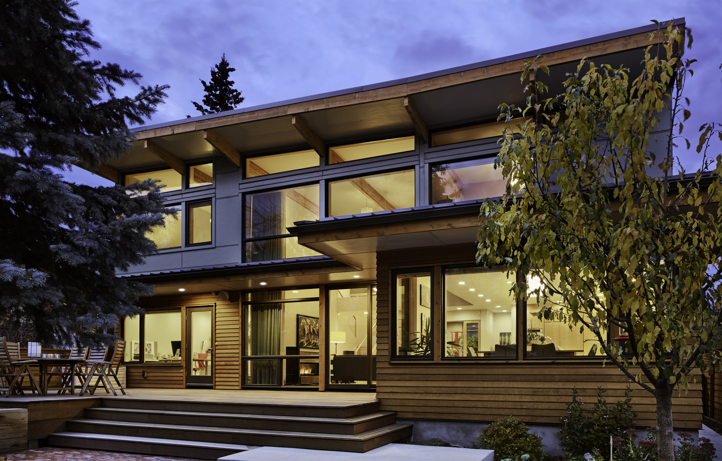 turkel_modern_design_prefab_home_mckay_calgary_facade.jpg