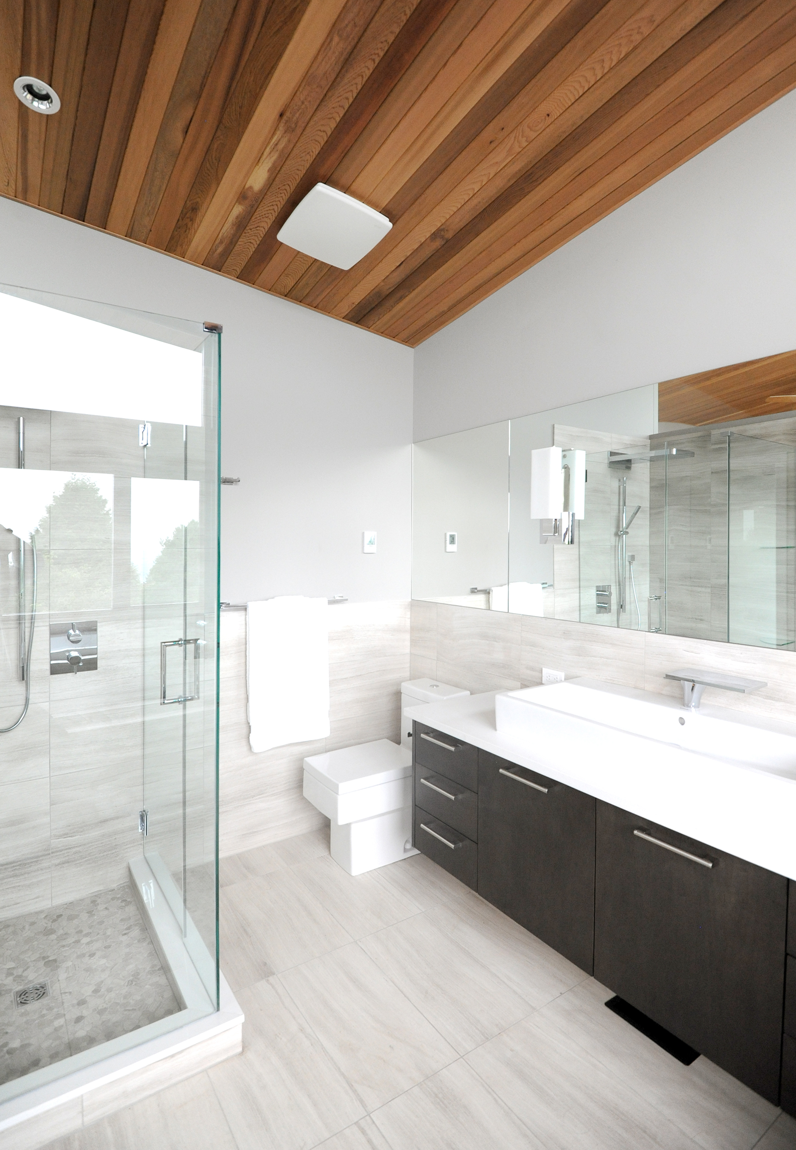 turkel_modern_design_prefab_home_west_vancouver_bathroom.jpg