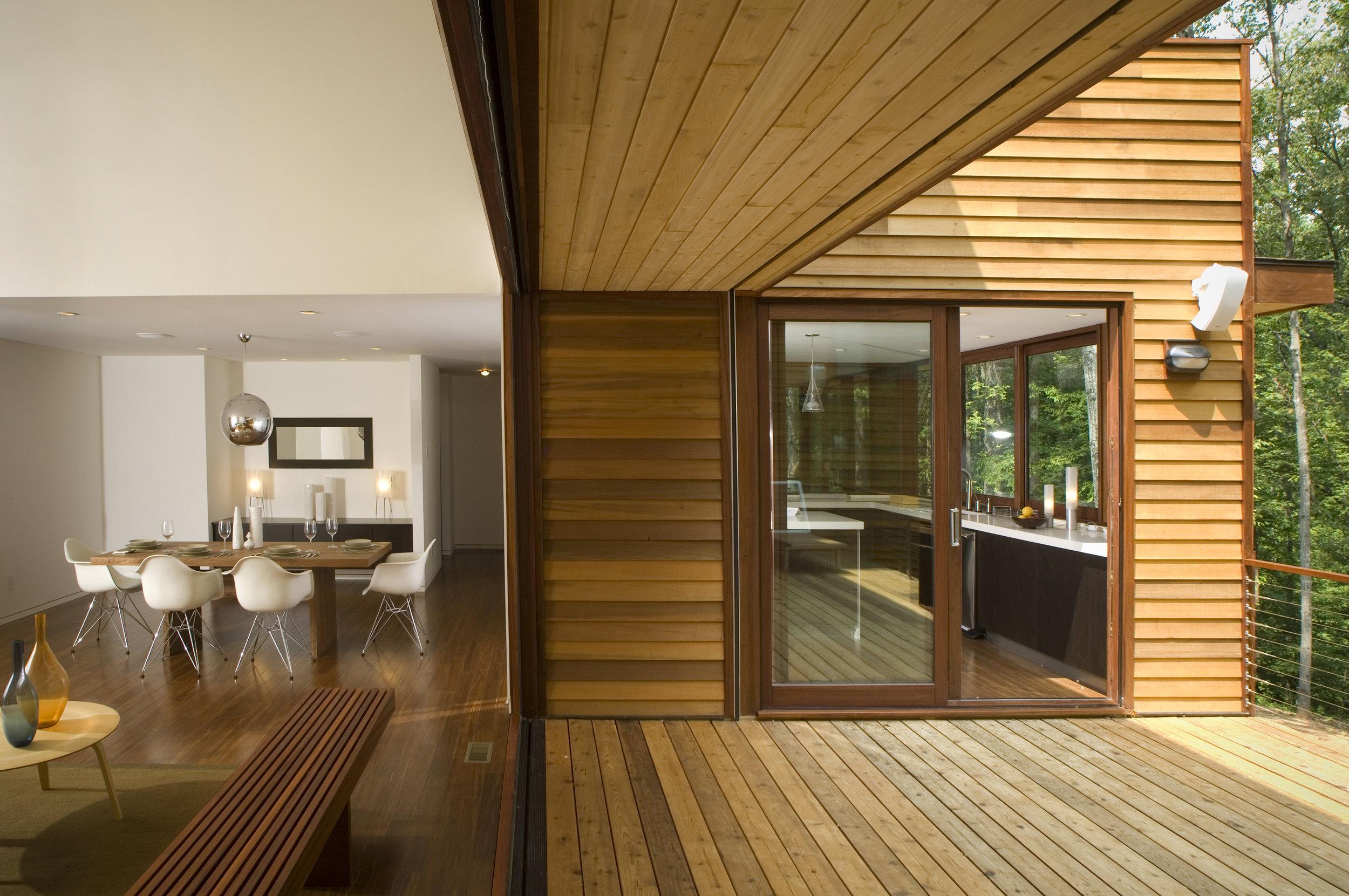 turkel_modern_design_prefab_home_redhill_hillsborough_outdoor_deck.jpg