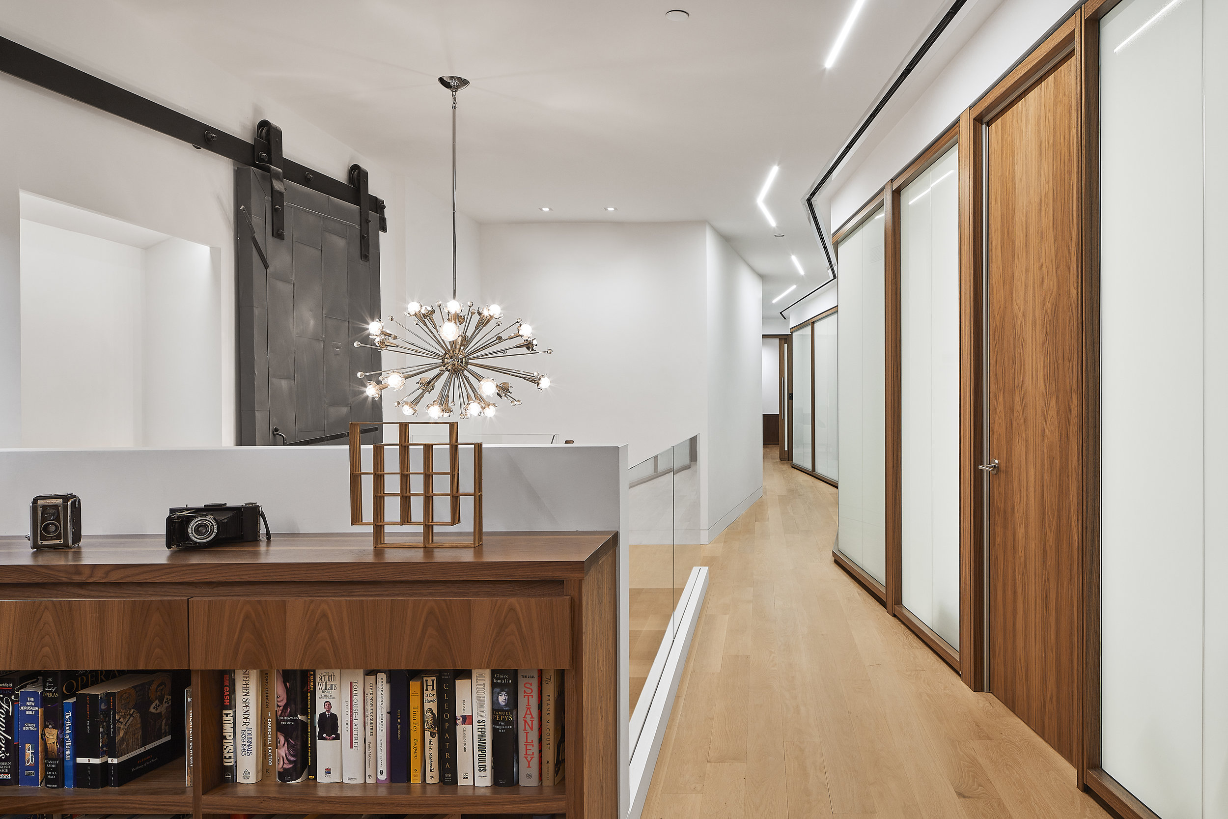 turkel_design_modern_prefab_home_soho_loft_entryway_living.jpg