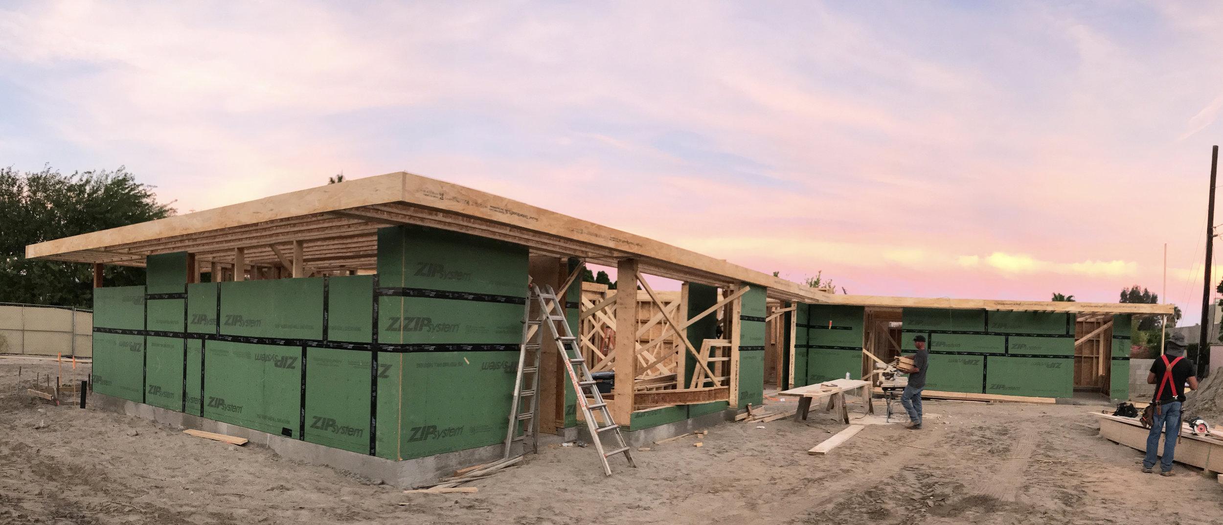 turkel_design_modern_prefab_home_axiomdeserthouse_assembly_sunset.jpg