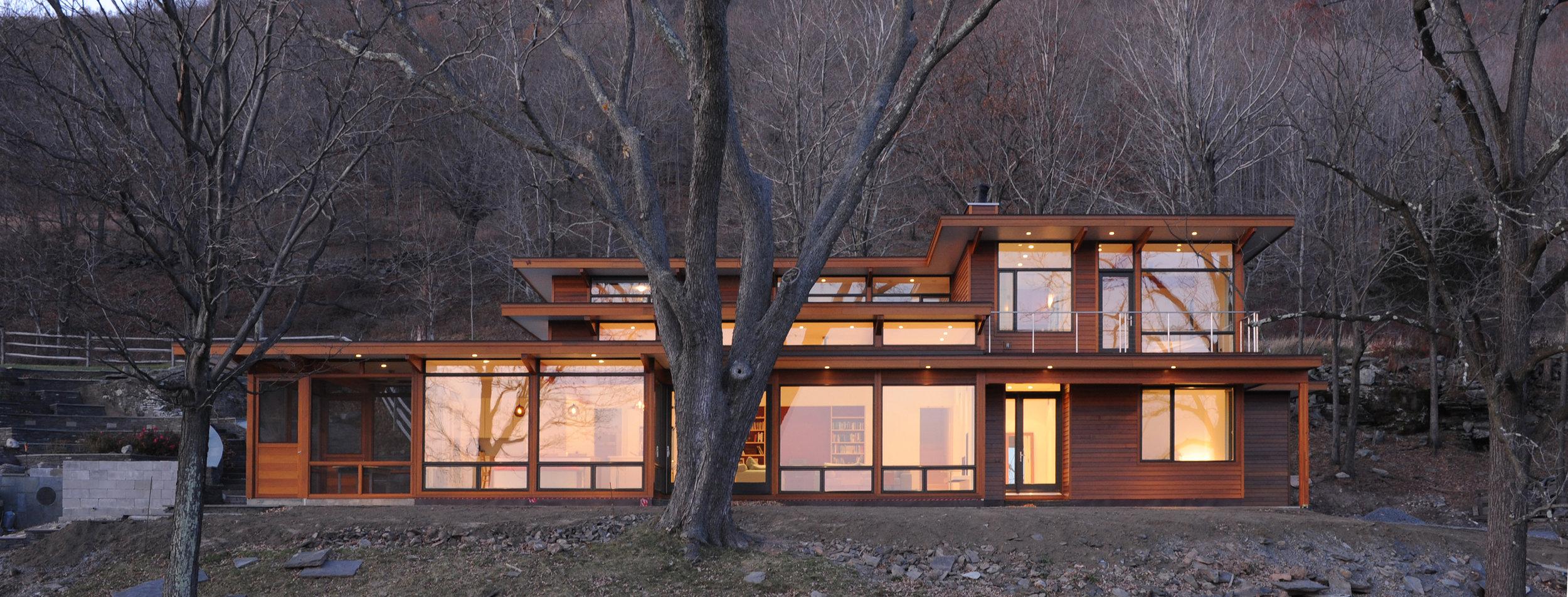 turkel_modern_design_prefab_home_reservoir_shokan_NY_exterior_afternoon.jpg