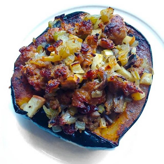 My Gluten-Free Sausage Stuffed Acorn Squash recipe has all of your favorite fall flavors including cranberries, apples, rosemary, onion, garlic and more! Make it ahead and you'll have a delicious lunch or dinner for the next 6 days. Link in the bio! 💗