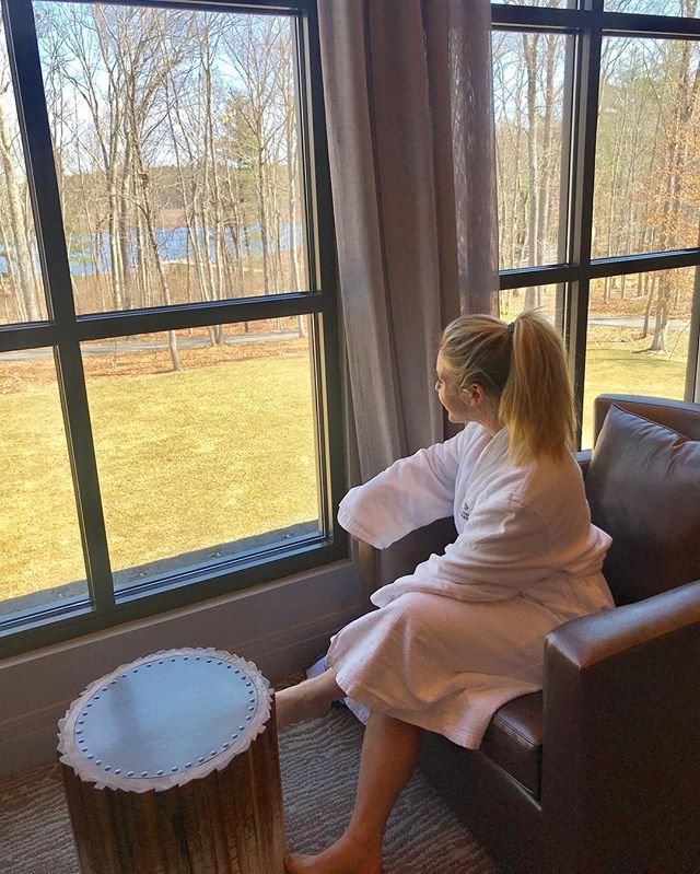 """Wellness Kismet🧖♀️...that was my experience at @thelodgeatwoodloch. I was invited to visit the property this week which just so happened to be two days after le move which was...a move. The digestible debrief of three days in heaven below: What🏡: @thelodgeatwoodloch. A luxury spa retreat but there's nothing pretentious about it. Everyone is SO nice. You can spa, meditate, challenge your fitness, learn about bees from their beekeeper, etc.  Where🐿: Hawley, PA, which is super easy to get to from NYC. Train from Penn Station to Port Jervis, NY and then 45 minute car service (the property offers this) to the resort. High✨: A 24-hour digital detox (NO screens) which sounds like nothing but was so liberating. I worked on a coloring book like a zen toddler, and went on a long bike ride through the property. Low 🚲:When I fell in the mud on the bike ride and started to cry and screamed """"I'm never getting on a bike again!"""".The squirrels gave me some serious side eye. Favorite class🍑: Kettlebell Bootcamp kicked my 🍑. Also loved the lecture on gut health and immediately bought kimchi when I got back home. Best 🍹 + food: I haven't been drinking (it's been 52 days!) so I indulged in the extensive mocktail list that was to die for. Loved the lotus lemonade. For dessert: the banana chocolate creme brûlée with salted peanuts every night. Best spa treatment🧖♀️: Rosemary Awakening. They polish your body with peppermint rosemary salt. Then you shower. Then get a full body Swedish massage with something that smells like lemongrass heaven. Then a warm oil scalp massage THEN a foot massage. I was reborn. Like, give me a new birth certificate with the date and time of that treatment reborn y'all."""