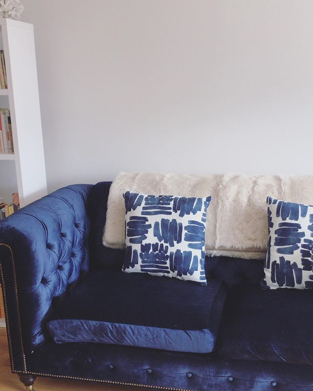 Listen, my friends @erinkbanta + @kelsey.anne.brown started the snazzy home accessory brand, @pepperhome, and their pillows are next level. Cool print + the perfect pillow firmness in case you doze off for a summer afternoon snooze. Check 'em out! #JustAddPepper