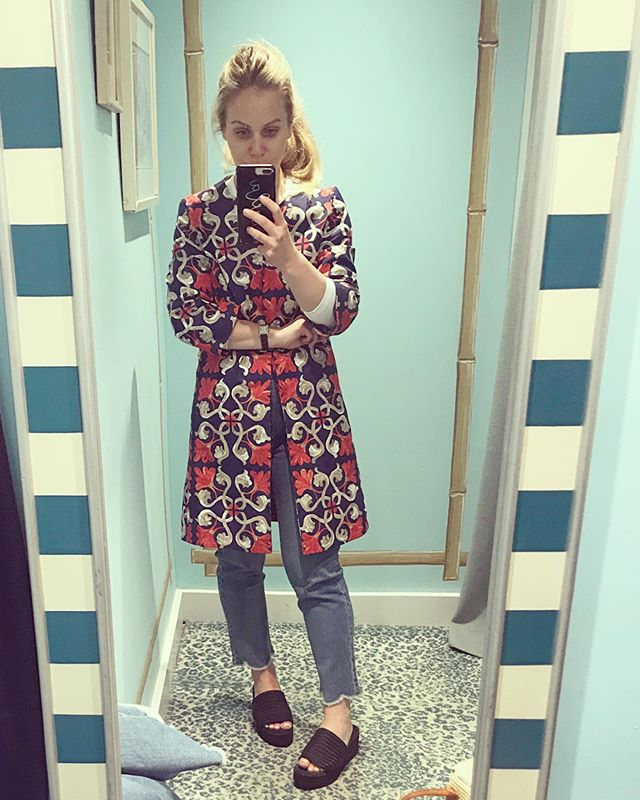 Places you should wear this @jmclaughlinny summer jacket: An overly ac'd office, alfresco dinner with friends, on top of your pajama set for an emergency AM bagel run (tried and tested. Sesame seed for life.)#thejmclife