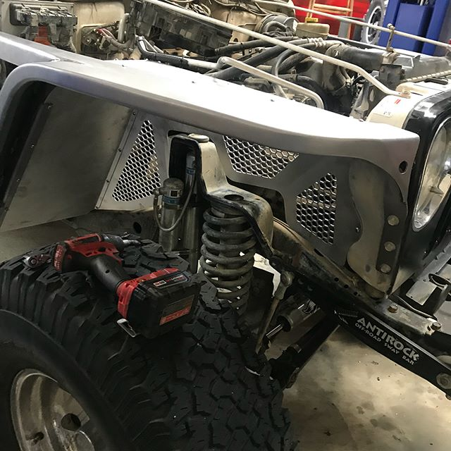 #bubblesthetj in for new #poisonspydercustoms fenders and inner wheel wells.