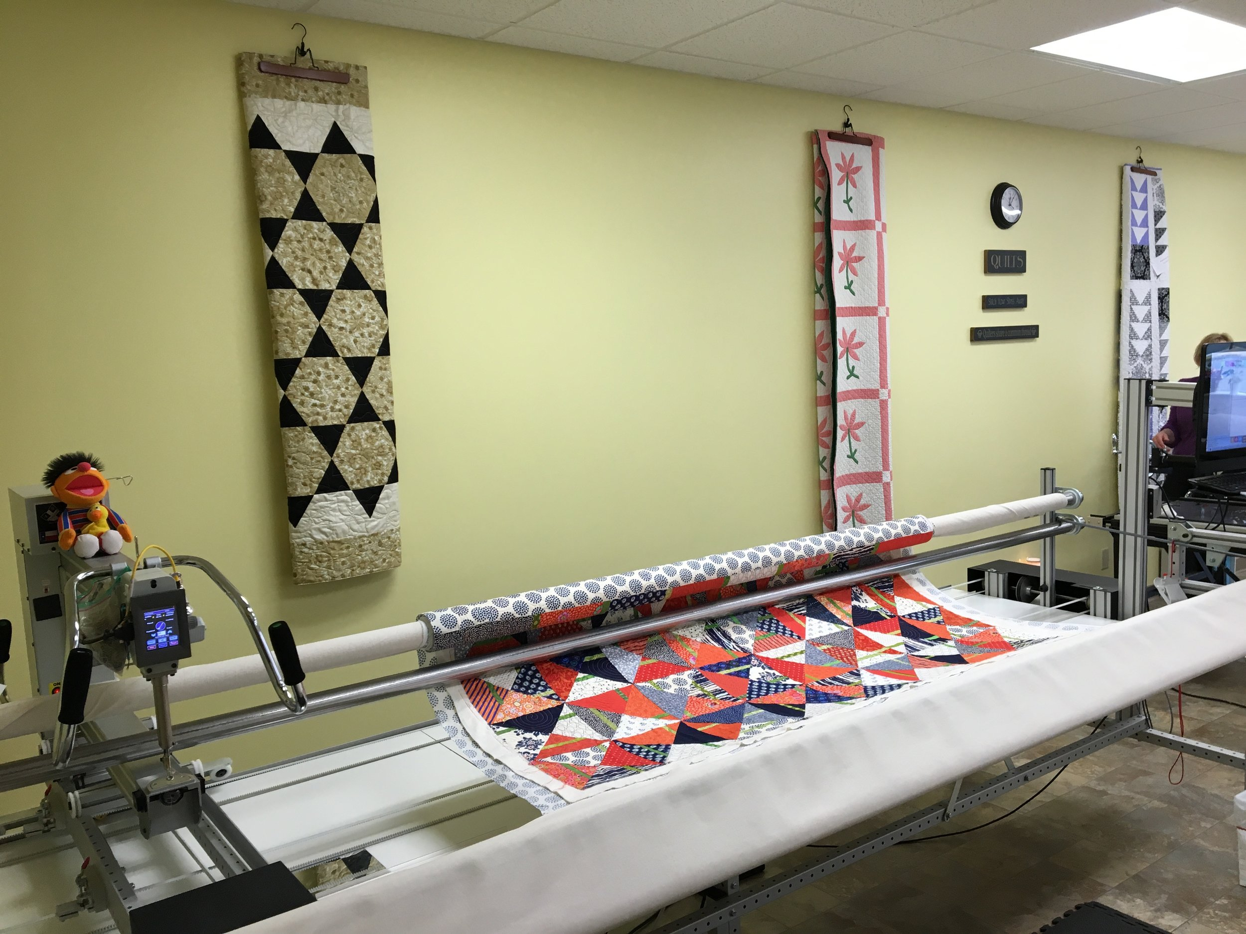 Machine Rental - Hourly Machine Rental - $25.00/hr(must first take certification class)Thread Charge - $1.00 - $5.00(based on quilt size)Additional zipper leads 126