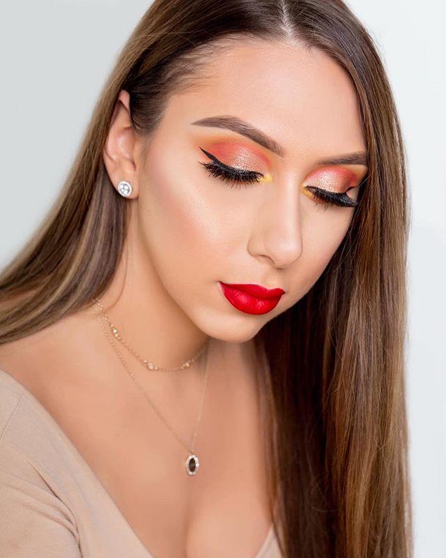 The artist behind ℰ𝓂𝒾𝓁𝓎 ℬℯ𝓁𝓁𝒶 ℳ𝒶𝓀ℯ𝓊𝓅 Makeup by me @emilybellamakeup @emilybellamarie  Photo by @aliyahdastour at @alimondstudio - - - - - - #mua #novamua #dmvmua #dcmua #vamua #makeupartist #wakeupandmakeup #makeuplife #eyelook #lashes #brows #contour #highlight #glowup #colourpop #headshot #photography #beauty #makeupartistsworldwide #makeuplooks #makeuplife #makeuptransformation #abh #womenempowerment #loudouncounty #northernvirginia #emilybellamakeup
