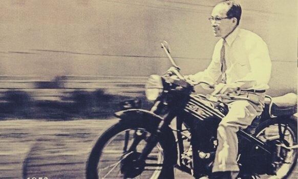 soichiro-honda-riding-motorcycle.jpg