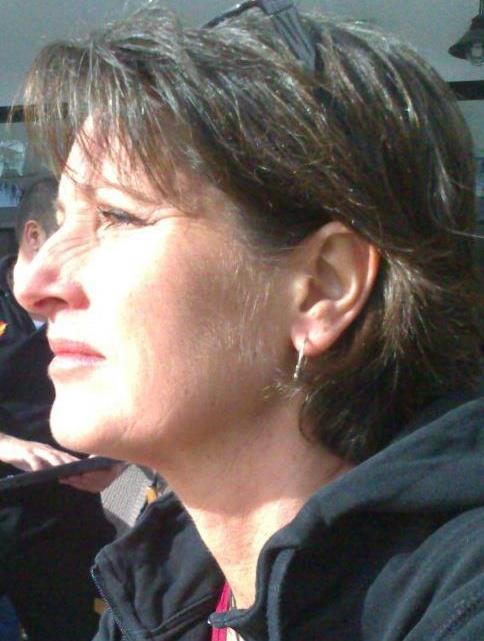 """""""När man införde nya Ladok i höstas började det stora kaoset. Det kräver att den som undervisar själv lägger in betyg i systemet, och systemet har inte fungerat. Det har varit väldigt många anmälningar om arbetsmiljöproblem kring detta."""" - Ingrid Lander, ordförande i Saco-S-rådet vid Stockholms universitet och lokal representant för universitetslärarfacket SULF"""