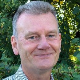 """""""Det kommer kanske vara en jobbig omställning för många när det ska gå så snabbt, men å andra sidan kan universitetet också bestämma sig för att påskynda övergången, det kommer vara både krångligt och dyrt att ha flera system parallellt."""" - Ulf Olsson, universitetspedagogisk utvecklare vid Stockholms universitet samt biträdande föreståndare vid Centrum för universitetslärarutbildning, CeUL"""