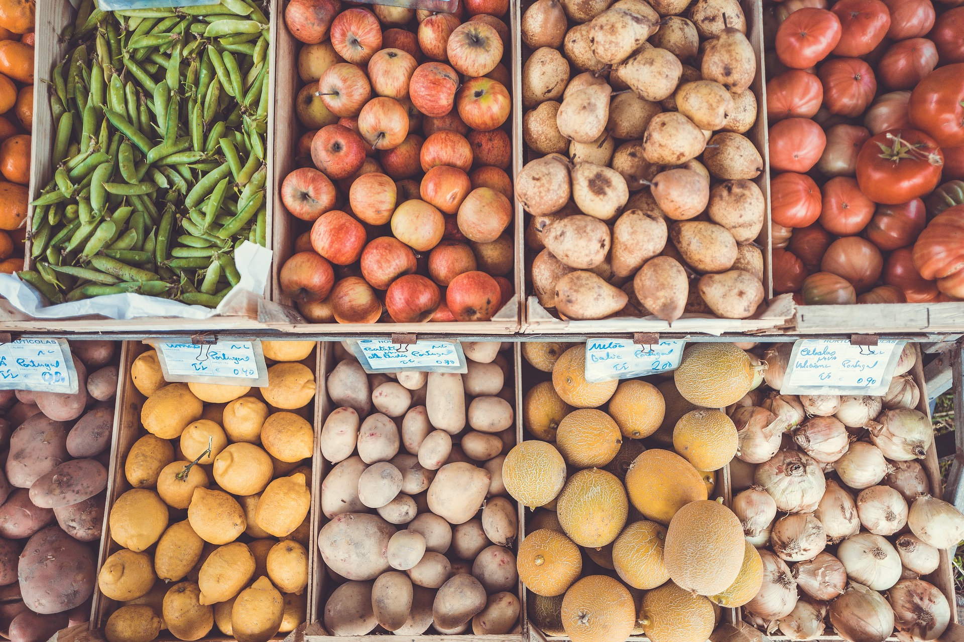 Eliminate one processed food from your grocery list every week | Pictured: Farmer's market.