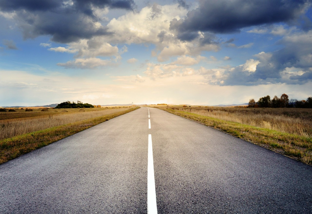 15 realistic lifestyle changes for your 2019 resolutions. Pictured: Empty country road. PC: Pixabay.