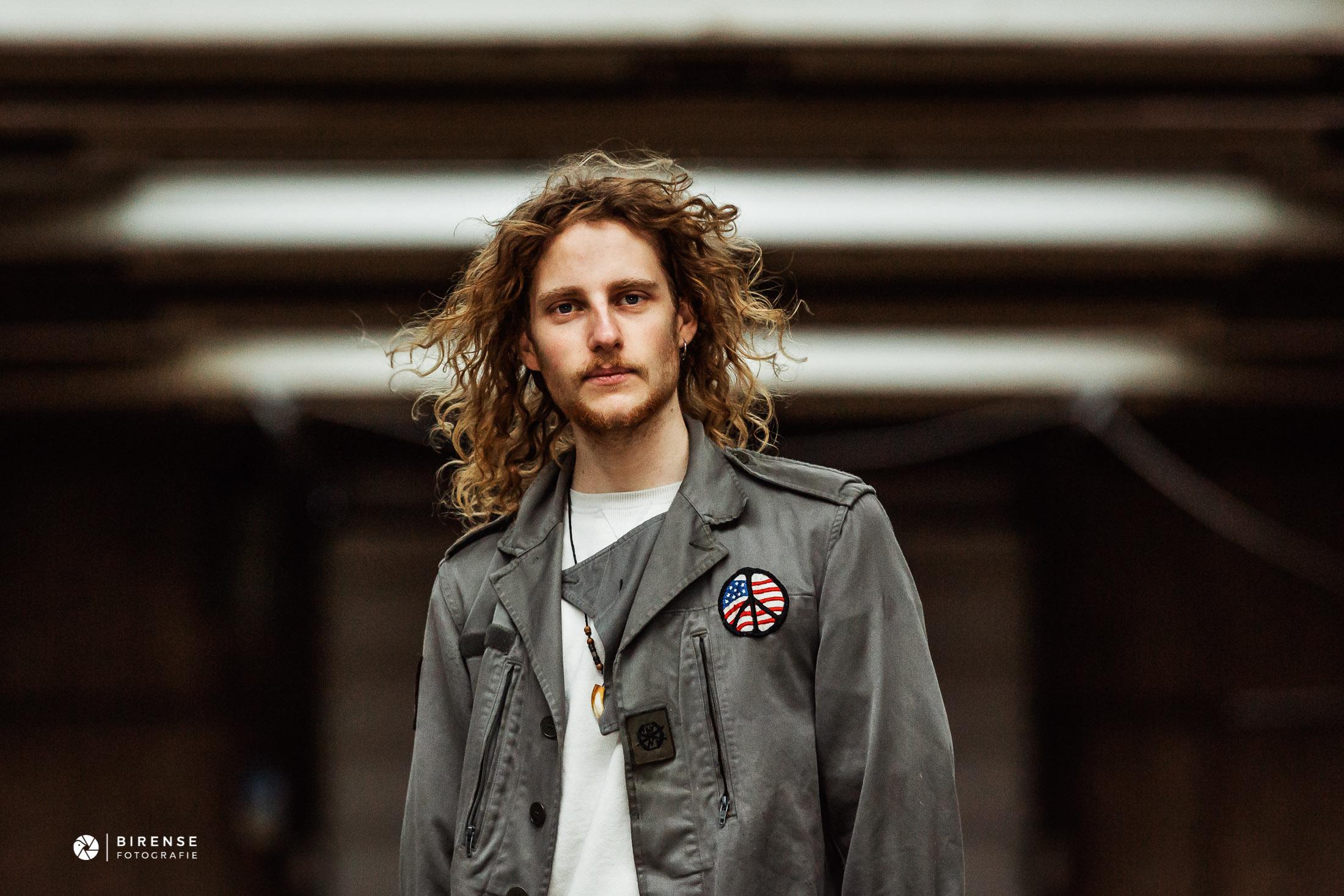 Portretfotografie Between The Jars rock band The Netherlands basguitar portrait by Birense Fotografie