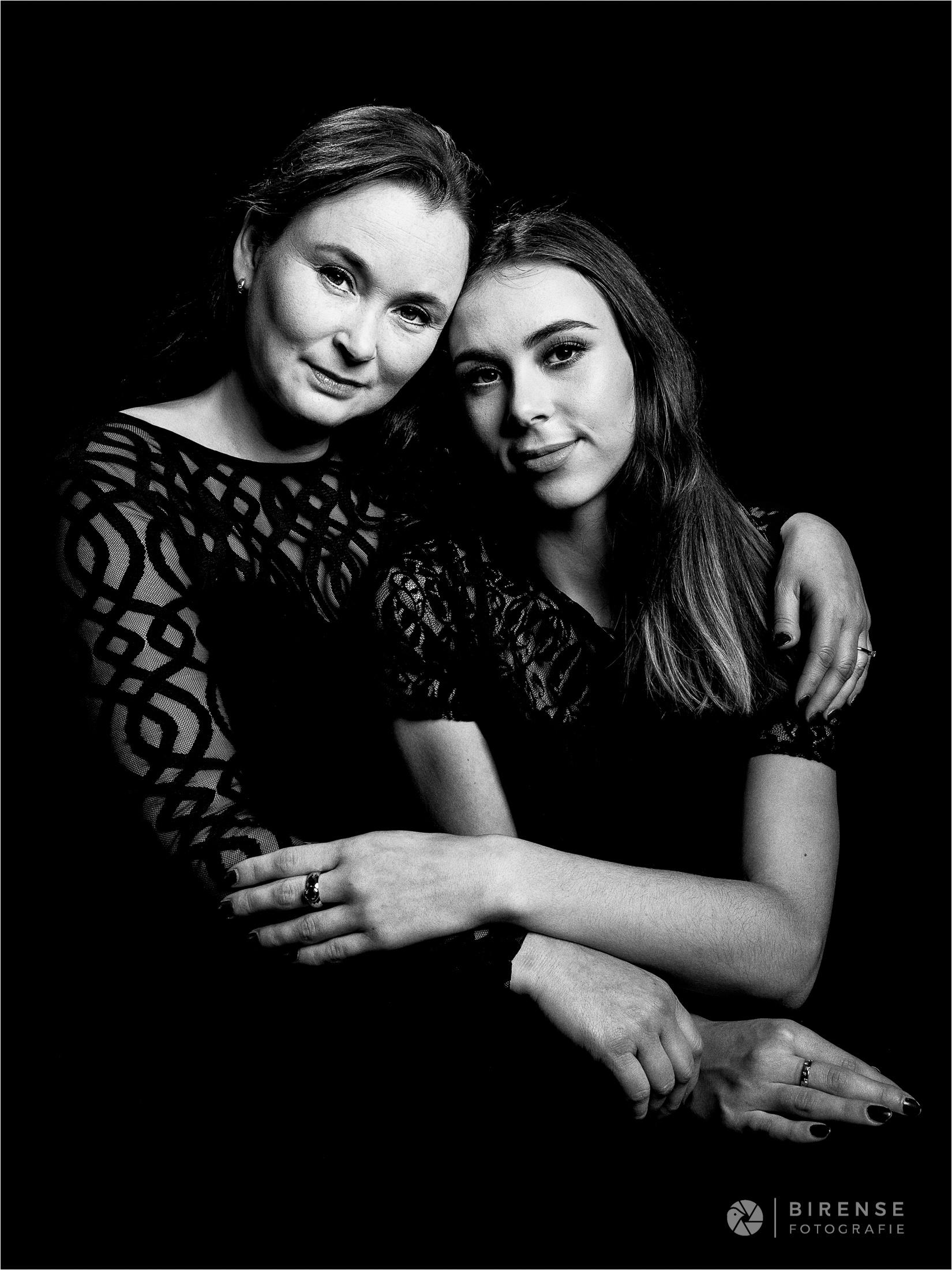 Portretfoto moeder en dochter by Birense Fotografie (1 van 1)-2.jpg