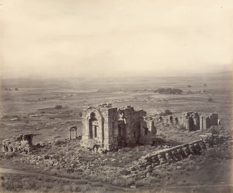 2681-martand-sun-temple-on-the-plateau-above-the-kashmir-valley.jpg