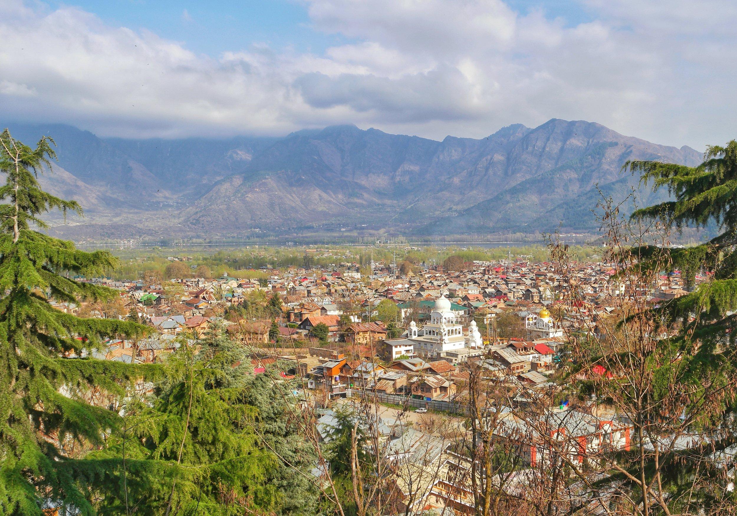 The Chatti Padshahi Gurudwara as seen from the Hari Parbat