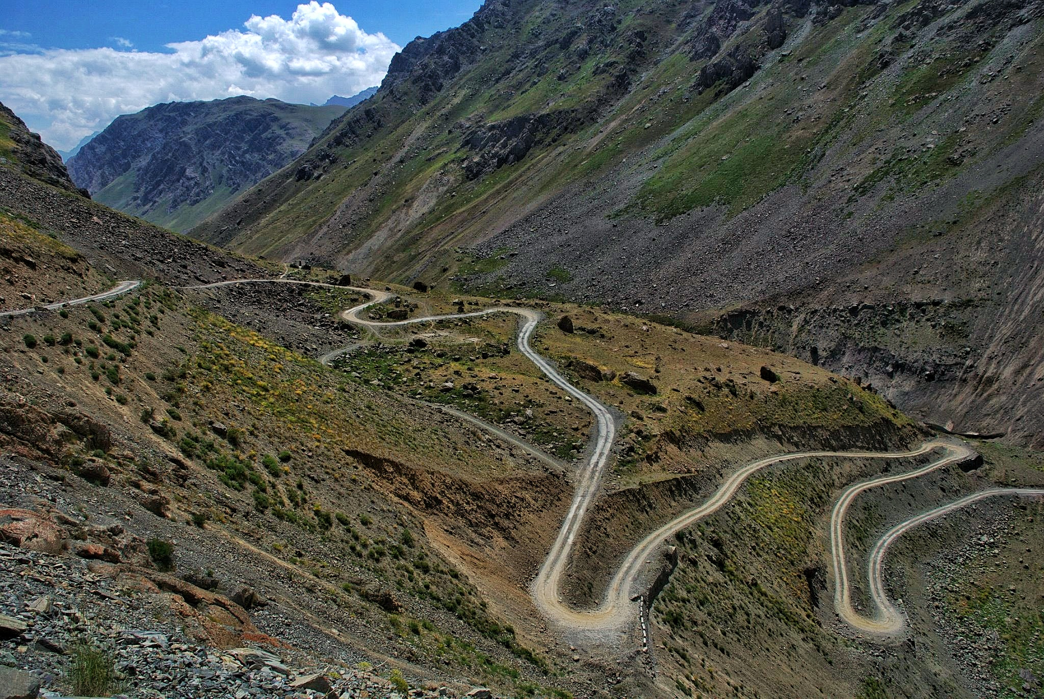 The Hairpins to Kaobal Gali