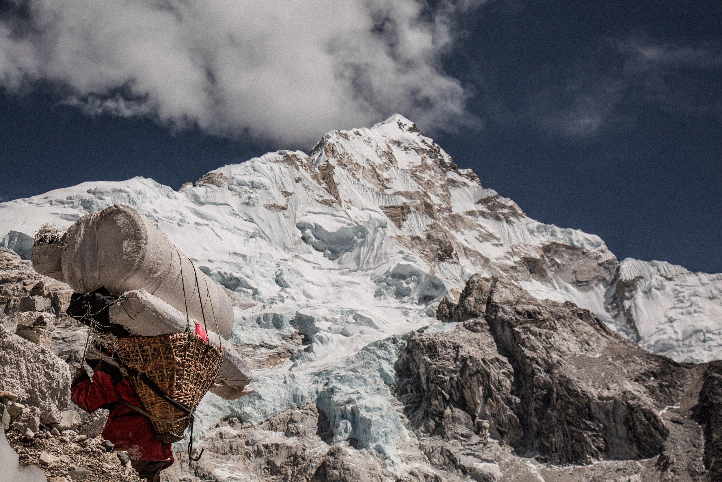 himalayan-porter-nepal