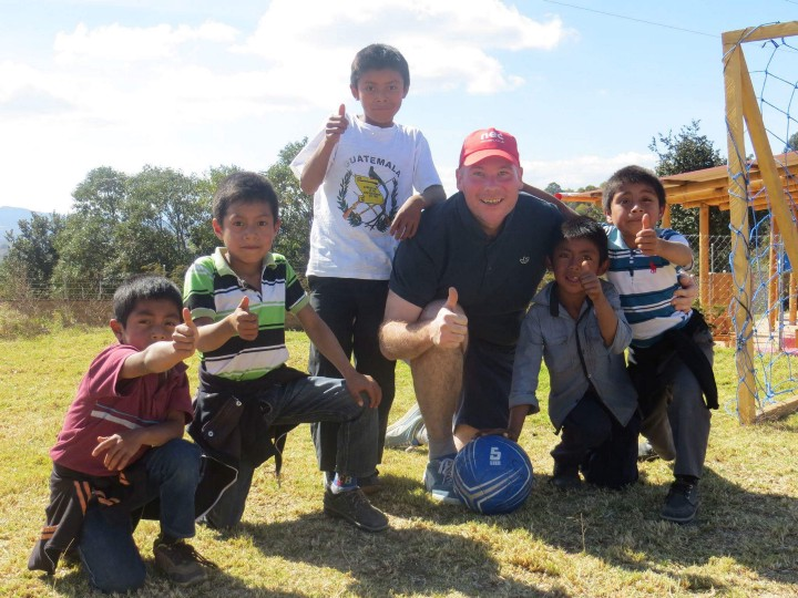 Steve with some local kiddos at Project Somos on the 'open call' day — all kids welcome in to come play!