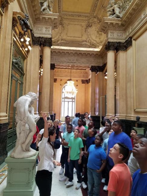 Teatro de Colon - Historic statue gallery