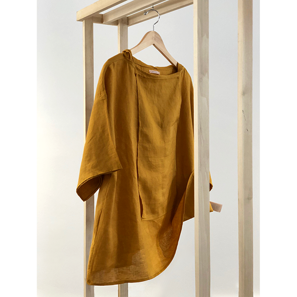 Yellow Shirt hanging.png