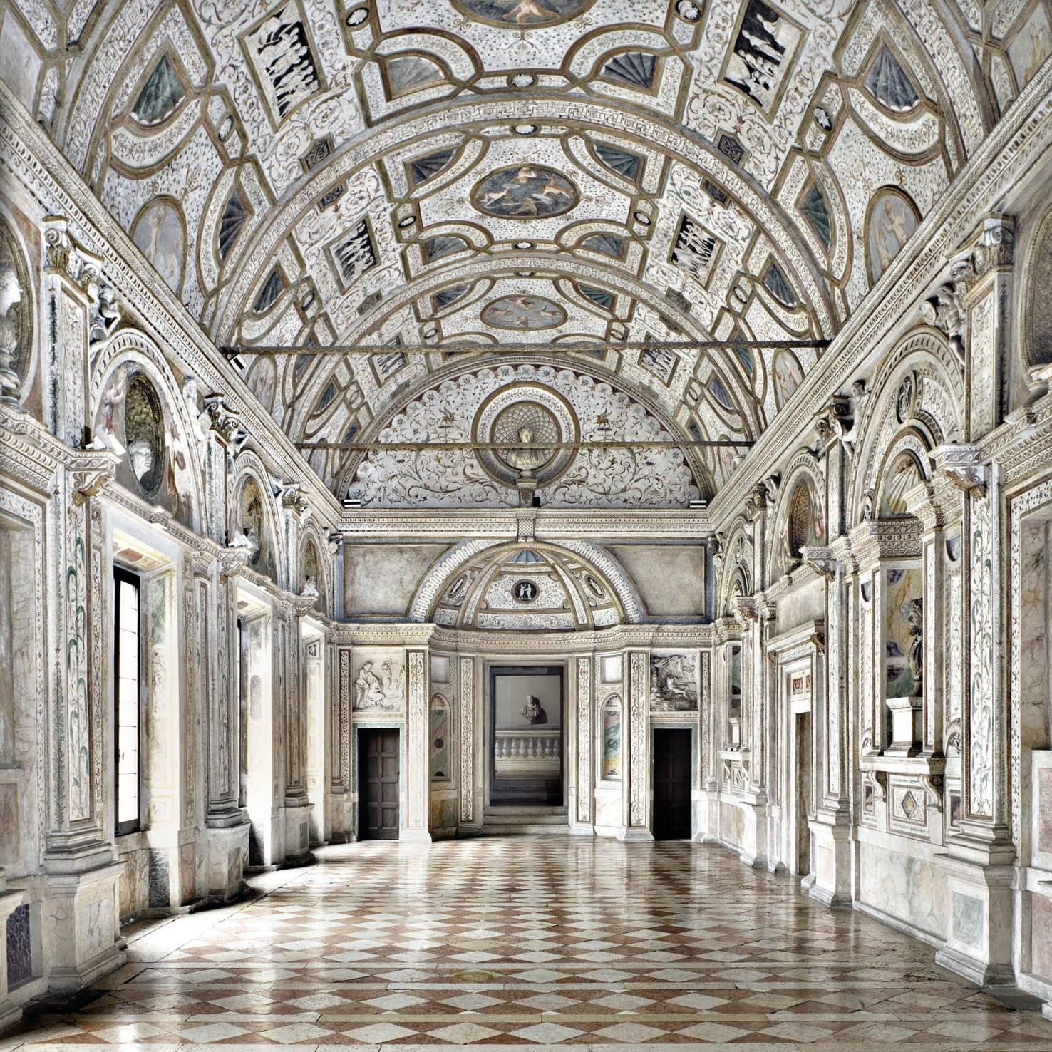 IFAC_Listri_Palazzo_Ducale_a_Mantova_La_galleria_dei_marmi_z.jpg