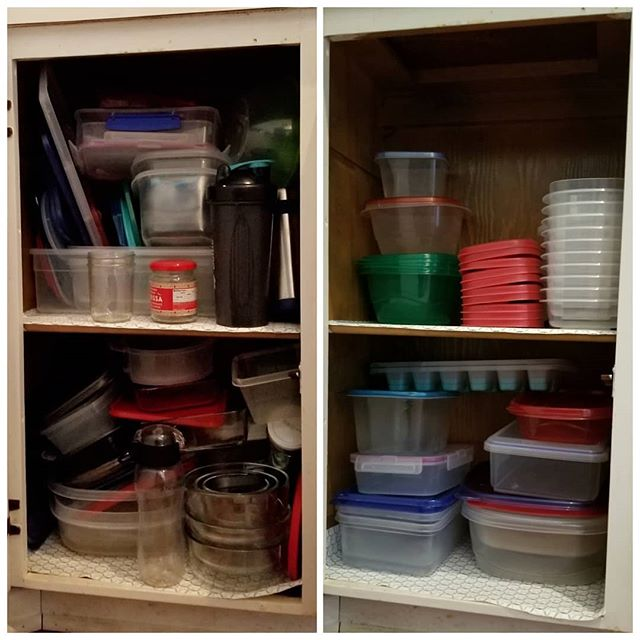 Happy holidays, everyone! Check out a client's fabulous before/after Tupperware cabinet. All set and ready to hand out delicious leftovers after dinner. 🎁🎂🎅 • • • • • #konmari #mariekondo #organizer #losangelesorganizer #tidyingup #kitchen #konmariconsultant
